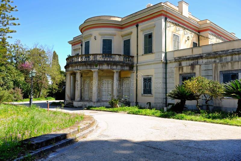 Lo spirito del palazzo di Repos di lunedì il suo parco nella città di Corfù, Grecia immagine stock libera da diritti