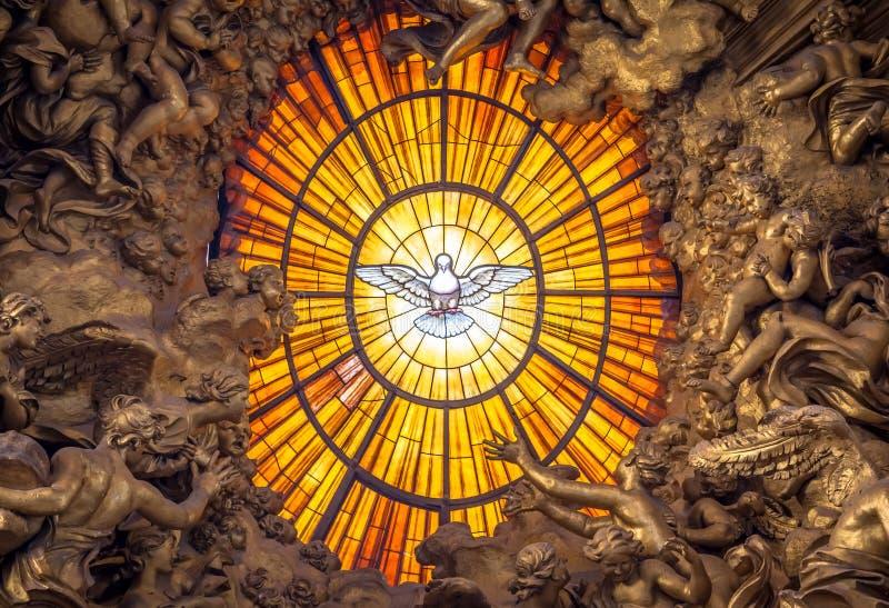 Lo Spirito Santo di Bernini del trono si è tuffato, basilica del ` s di St Peter a Roma fotografia stock libera da diritti