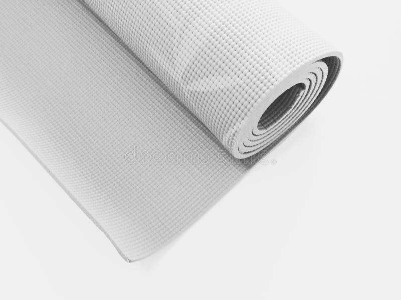 Lo sport della stuoia di yoga di verde di vista superiore ha isolato Stuoia acciambellata di yoga isolata su bianco Copyspace fotografia stock