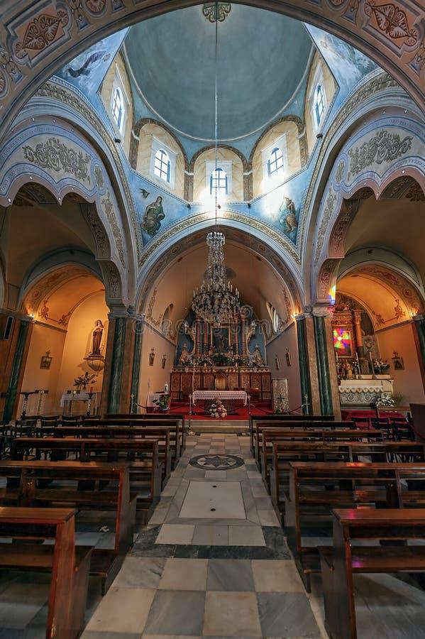 Lo St John Baptist Cathedral, la chiesa cattolica romana in Fira, Santorini, Grecia immagine stock libera da diritti