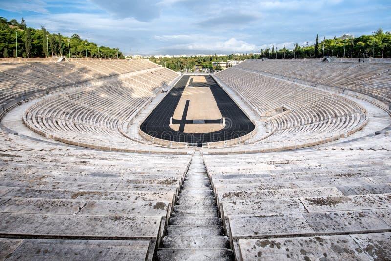 Lo stadio panatenaico a Atene, Grecia ha ospitato i primi giochi olimpici moderni nel 1896, anche conosciuto come Kalimarmaro fotografie stock libere da diritti