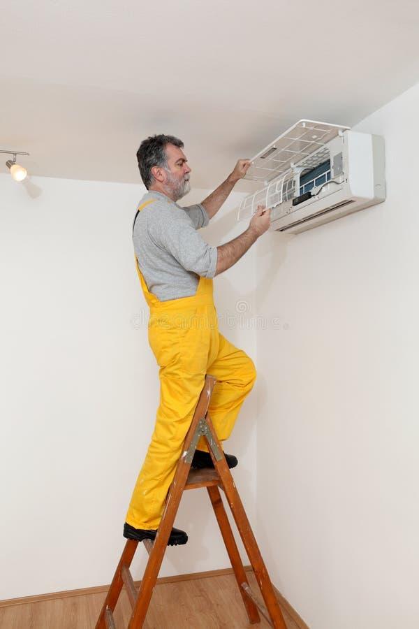 Lo stato dell'aria esamina o installa fotografia stock
