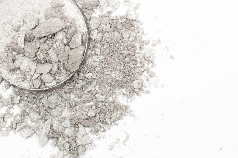 Lo stile artistico ha schiantato l'ombretto nel grey d'argento su fondo bianco fotografia stock libera da diritti