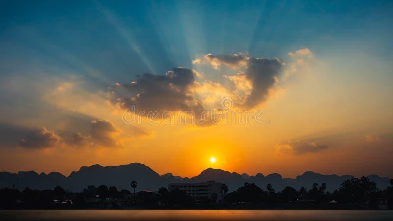 Lo stile di vita della gente nella zona rurale della Tailandia e del Laos con il Mekong immagini stock