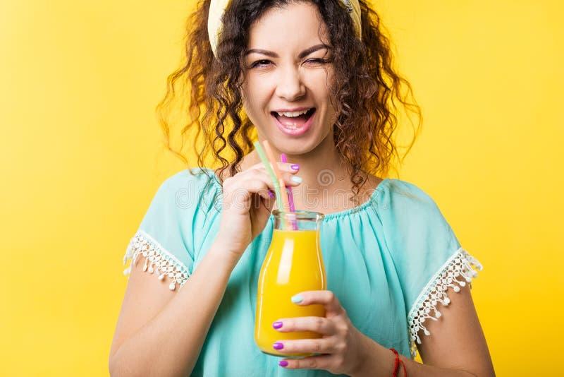 Lo stile di vita sano ha equilibrato il succo fresco di nutrizione immagine stock