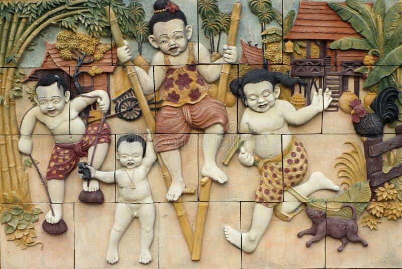 Lo stile tailandese handcraft i giochi della cultura della Tailandia sulla parete immagine stock libera da diritti