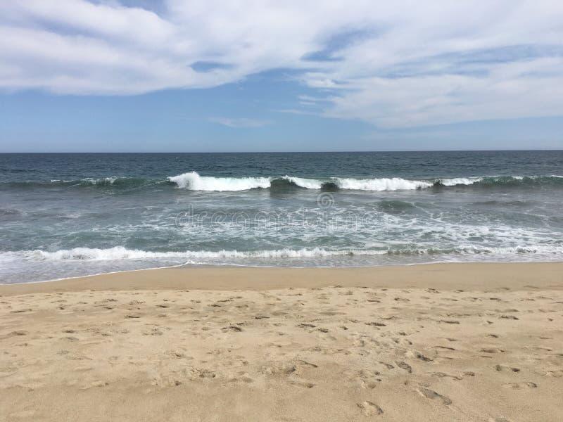 Lo stordimento ondeggia alla spiaggia di Los Cabos fotografia stock libera da diritti