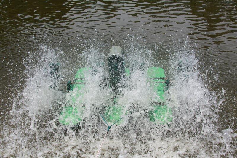 Lo strumento dell'attrezzatura di trattamento delle acque fotografia stock libera da diritti