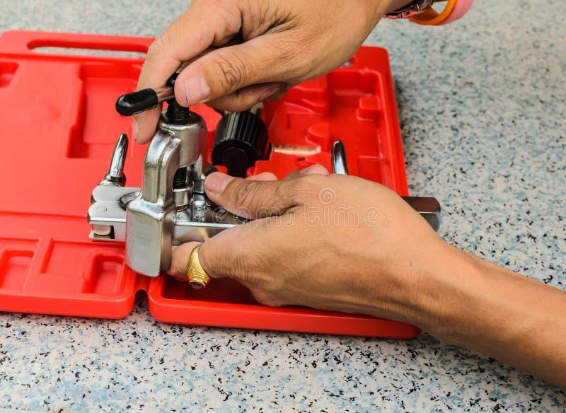 Lo strumento di dimostrazione utilizzato per il chiarore di rame del tubo fotografia stock