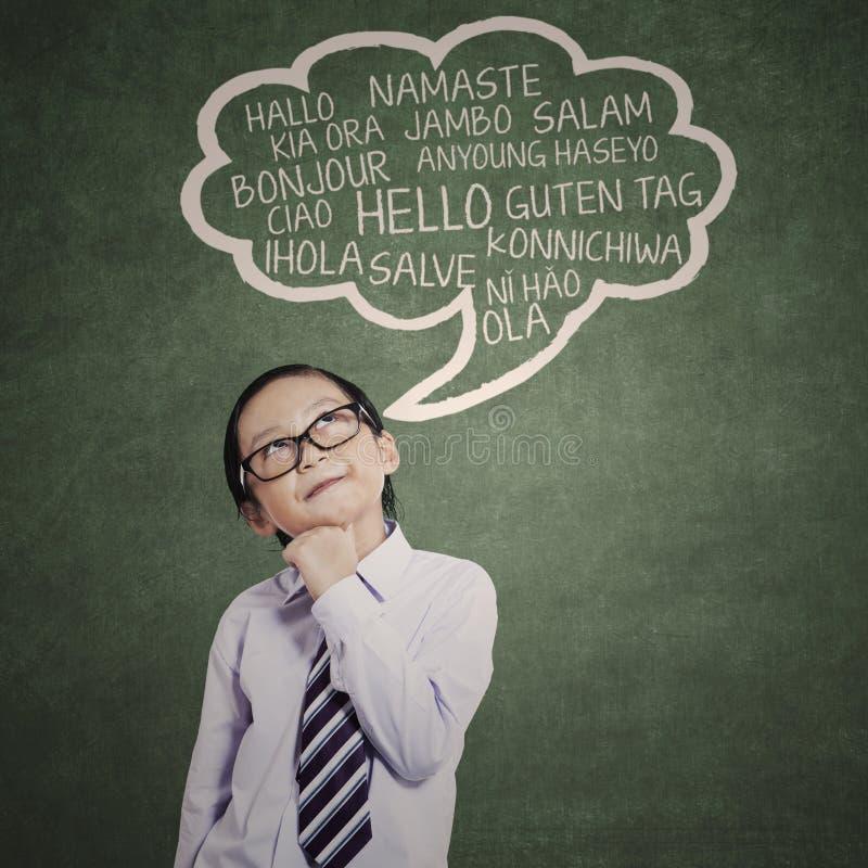 Lo studente elementare impara 1 multilingue immagine stock