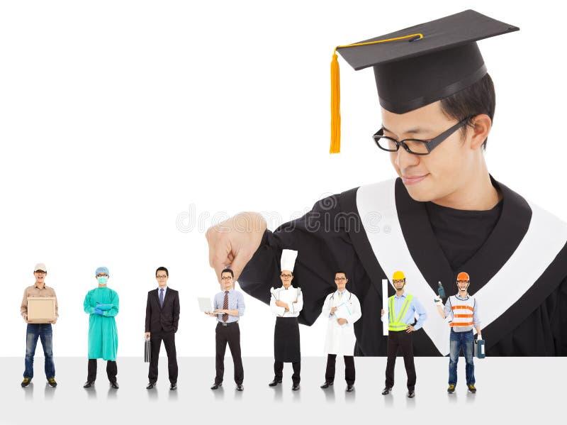 Lo studente maschio di graduazione ha carriere differenti da scegliere. immagine stock libera da diritti