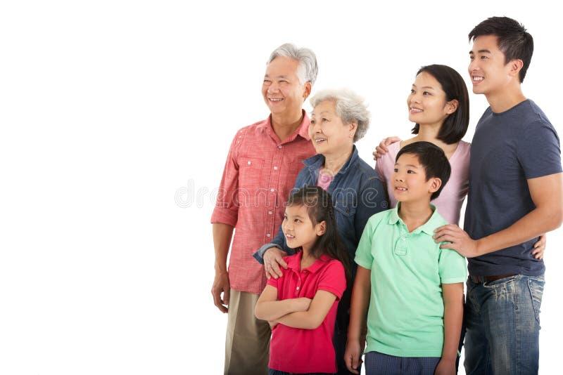 Lo studio ha sparato della famiglia cinese di diverse generazioni immagine stock libera da diritti