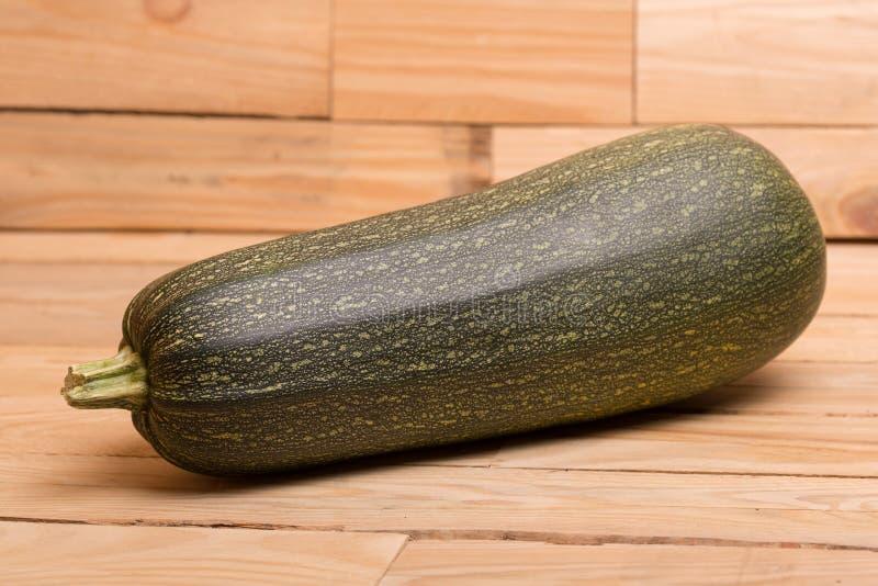 lo zucchini freschi del taglio fotografie stock