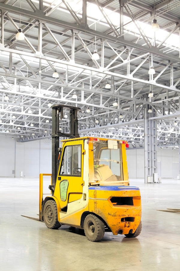Download Loader In Modern Storehouse Stock Photo - Image: 19546536