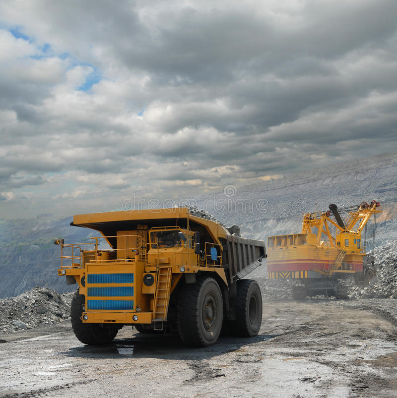 Download Loading of iron ore stock photo. Image of supersize, digger - 14543270