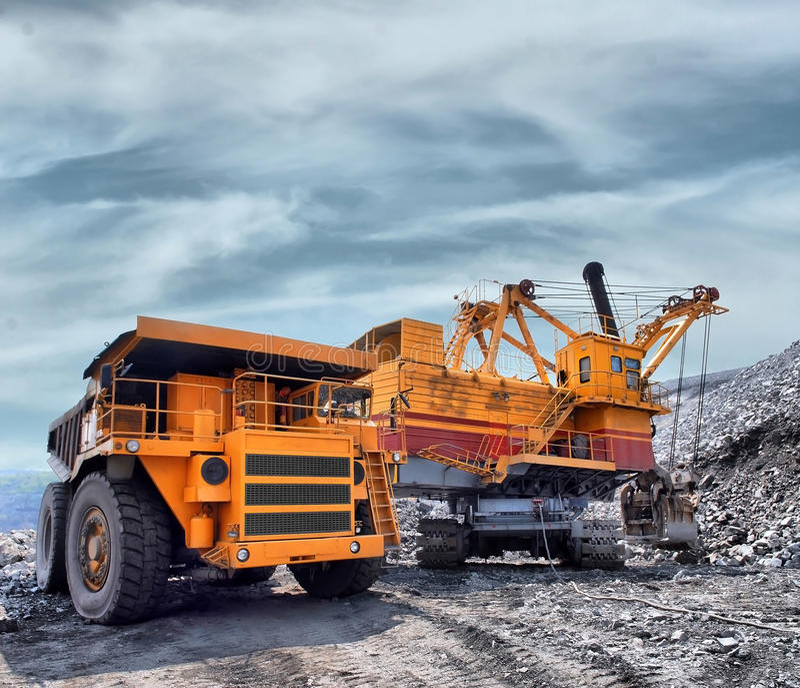 Download Loading of iron ore stock image. Image of metal, iron - 32910163