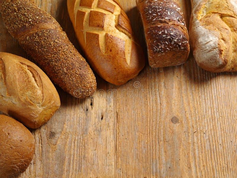Loaves av blandat bröd arkivbild