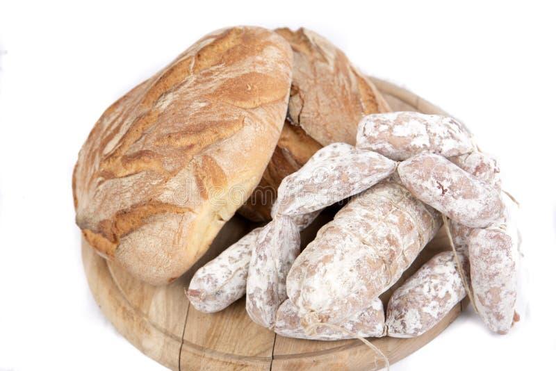 Loaves av bröd och korvar fotografering för bildbyråer