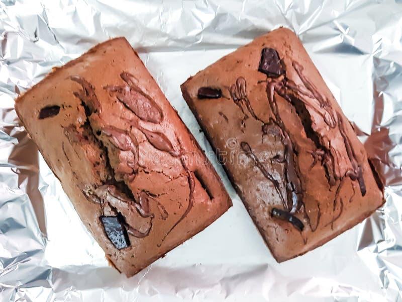 Loaves för chokladkaka med mörk chokladtoppning, nytt bakad efterrättkonfekt fotografering för bildbyråer