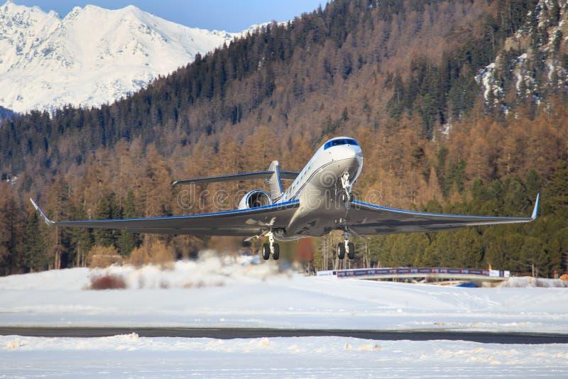 Lobal Jet Concept G650 no aeroporto de Engadin fotos de stock