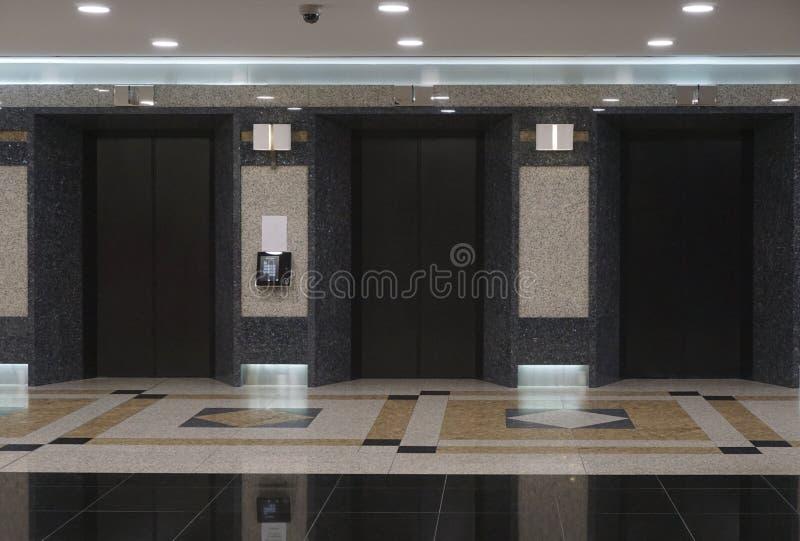 Lobby d'entreprise australien avec les ascenseurs 2015 images stock