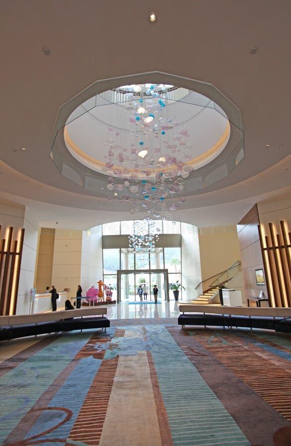 Lobby d'hôtel d'Auberge, baie de découverte, île de Lantau, Hong Kong photos libres de droits