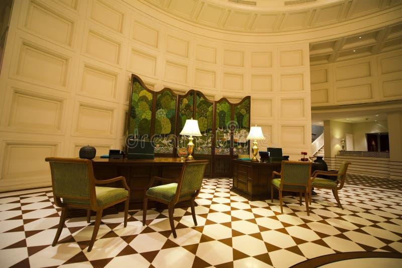 Lobby de fantaisie dans un hôtel de lieu de villégiature luxueux photo stock