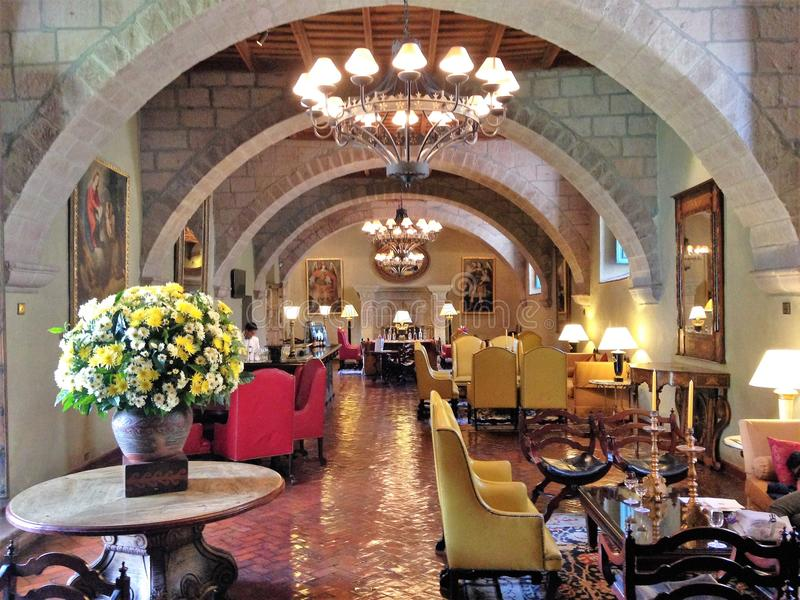 Lobby de l'hôtel de Monasterio dans Cusco, Pérou images stock