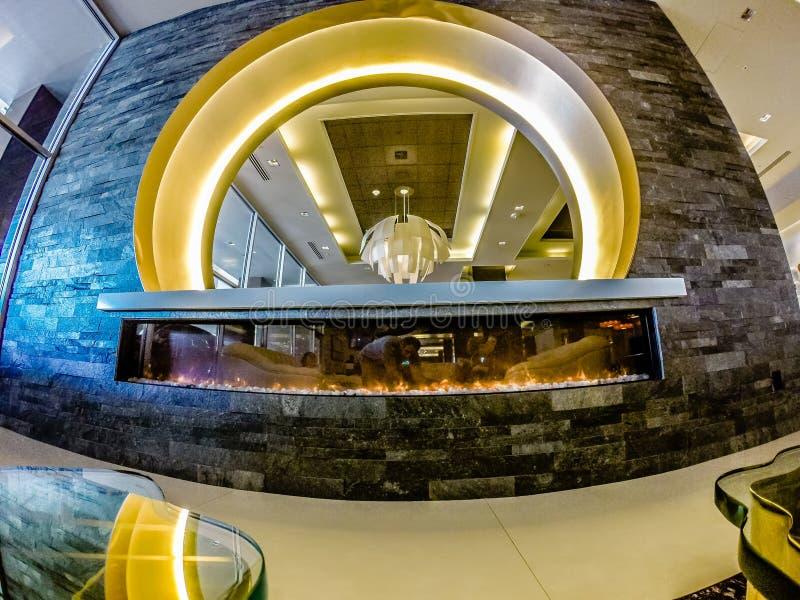 Lobby luxueux de fantaisie d'hôtel dans une grande ville photographie stock