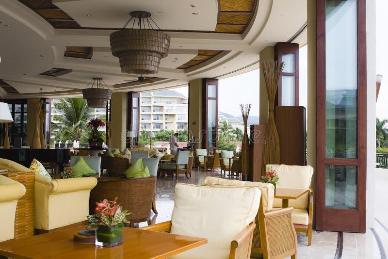 lobbyen för stångkaffehotellet shoppar royaltyfria foton