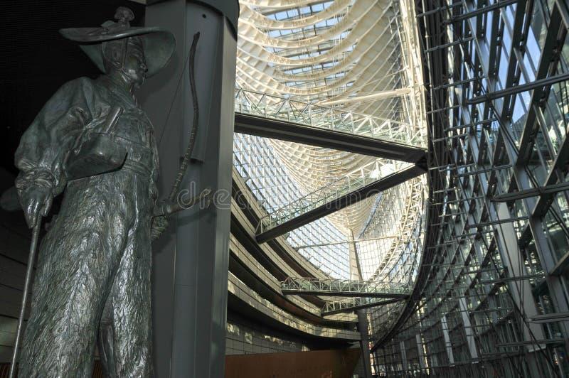 Lobbygalleri av Tokyo Internationalforum royaltyfria bilder