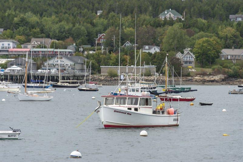 Lobsterboat Diamentowy morze cumujący w południowego zachodu schronieniu zdjęcia stock