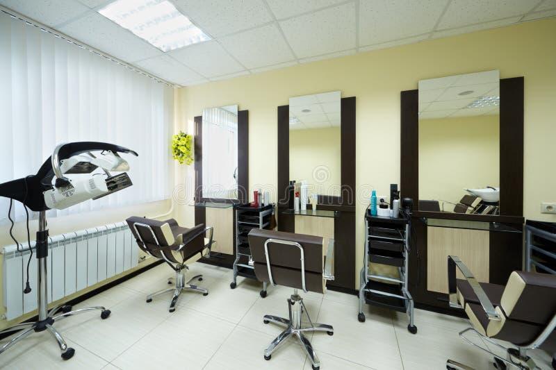 Locais de trabalho no gabinete do barbeiro fotos de stock