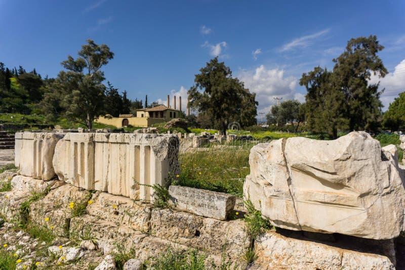 Local arqueológico de Eleusis Eleusina em Attica Greece Templo e altares do propylaia de Artemis da deusa e do Pater de Poseidon imagens de stock royalty free