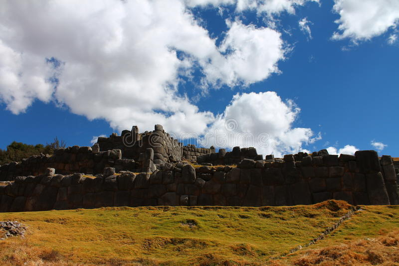 Local arqueológico de Saqsaywaman imagem de stock royalty free