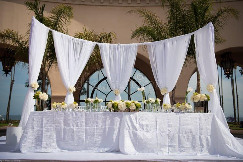 Local de encontro belamente decorado do casamento imagens de stock royalty free