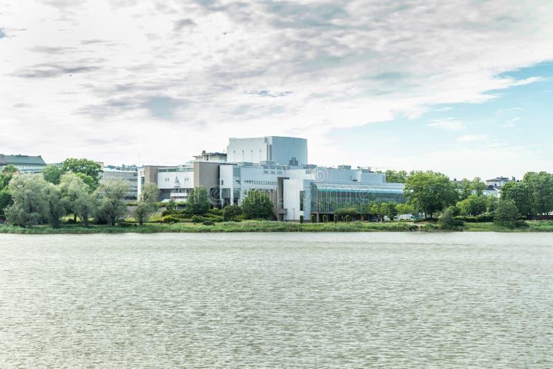Local de encontro nacional finlandês de Opera situado no centro de cidade de Helsínquia, capital de Finlandia foto de stock