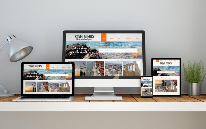 local de trabalho com responsiv em linha do Web site responsivo do curso do projeto fotografia de stock