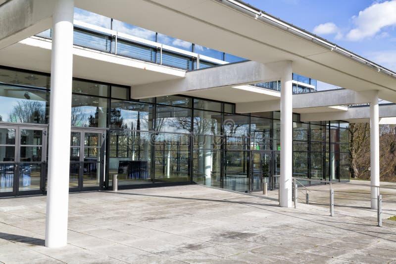 Local de trabalho, construção de vidro moderna em Alemanha fotografia de stock