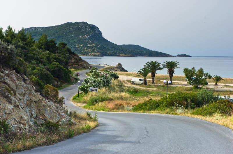 Local favorito dos campistas por férias de verão perto da praia de Destenika em Sithonia fotos de stock