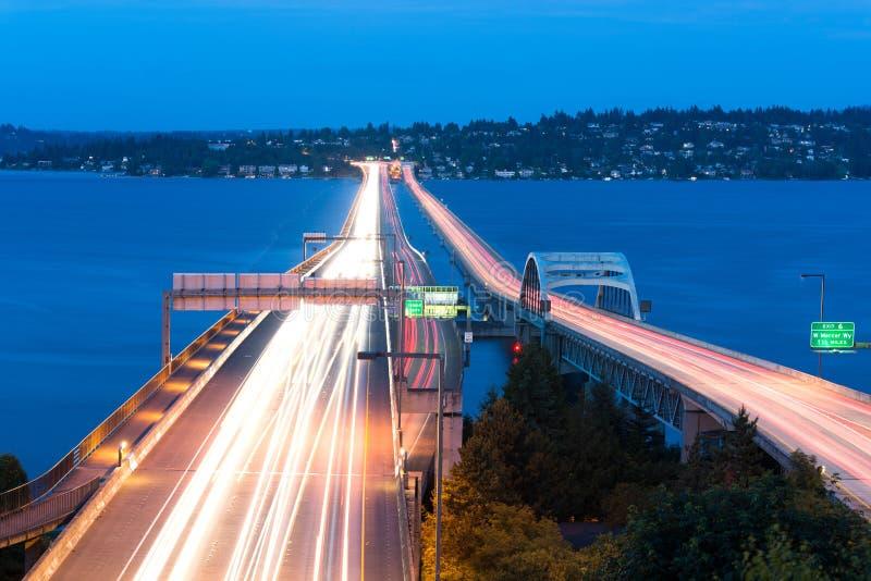 Local M Hadley Memorial Bridge sobre o lago Washington em Seattle imagem de stock royalty free
