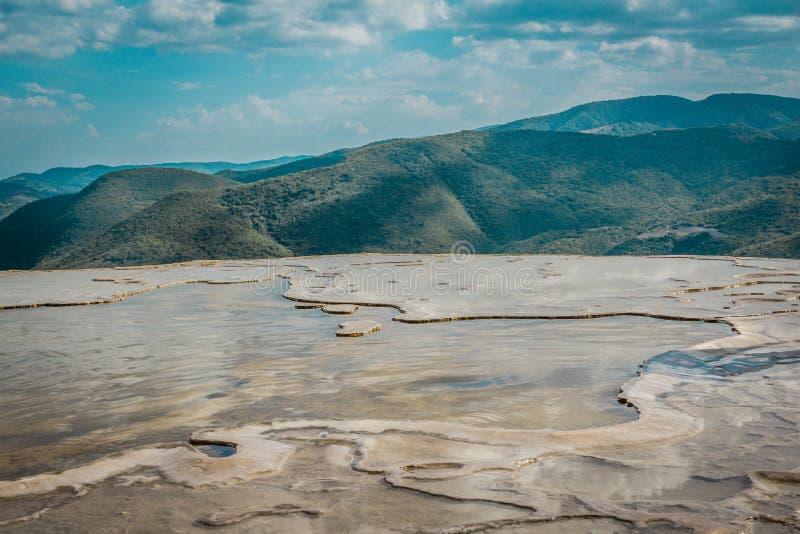 Local natural da água do EL de Hierve em Oaxaca México fotografia de stock