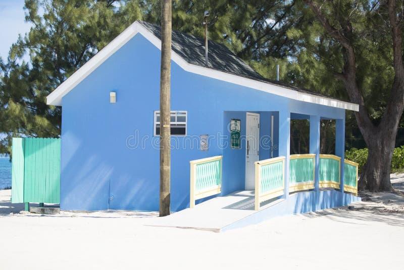 Locale di riposo blu nelle isole di Grand Cayman fotografie stock libere da diritti