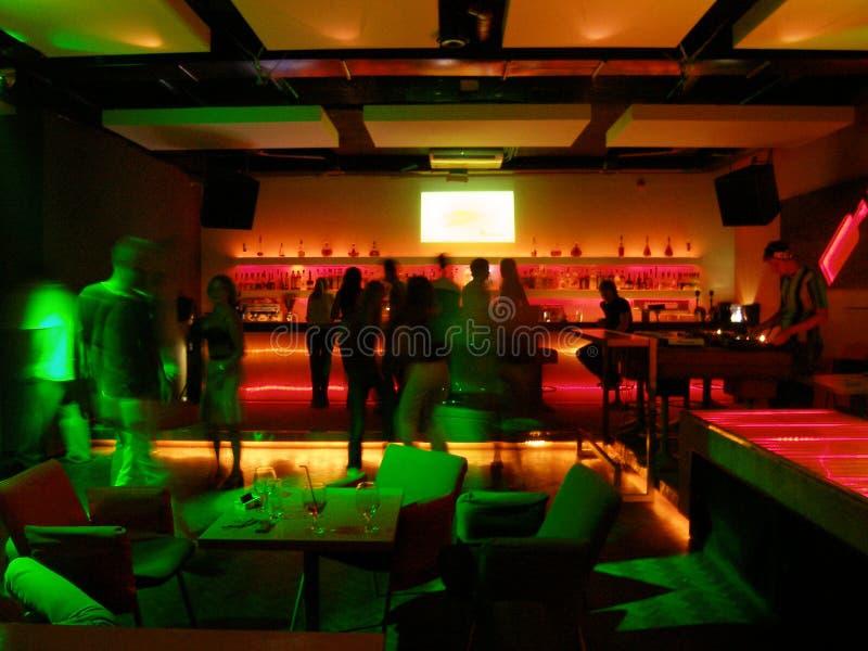 Download Locale notturno immagine stock. Immagine di barman, lampade - 220893