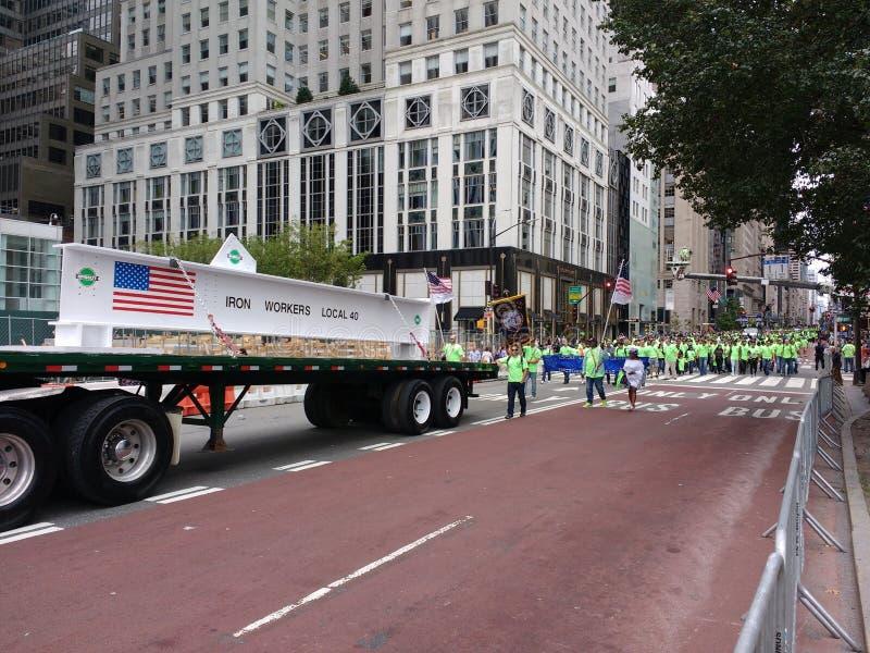 Locale 40, sindacati, parata di festa del lavoro di New York, NYC, NY, U.S.A. dei lavoratori del ferro fotografie stock