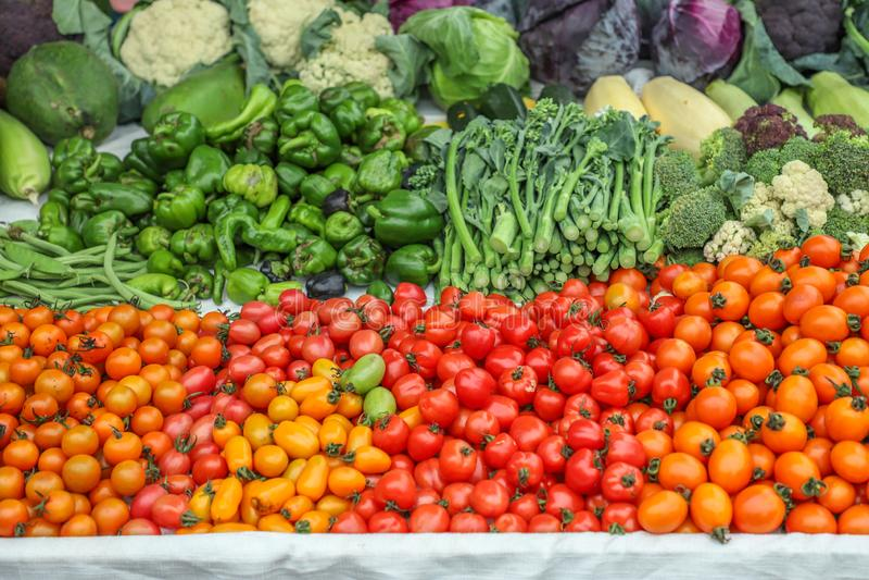 A localement produit les fruits et légumes organiques frais image libre de droits