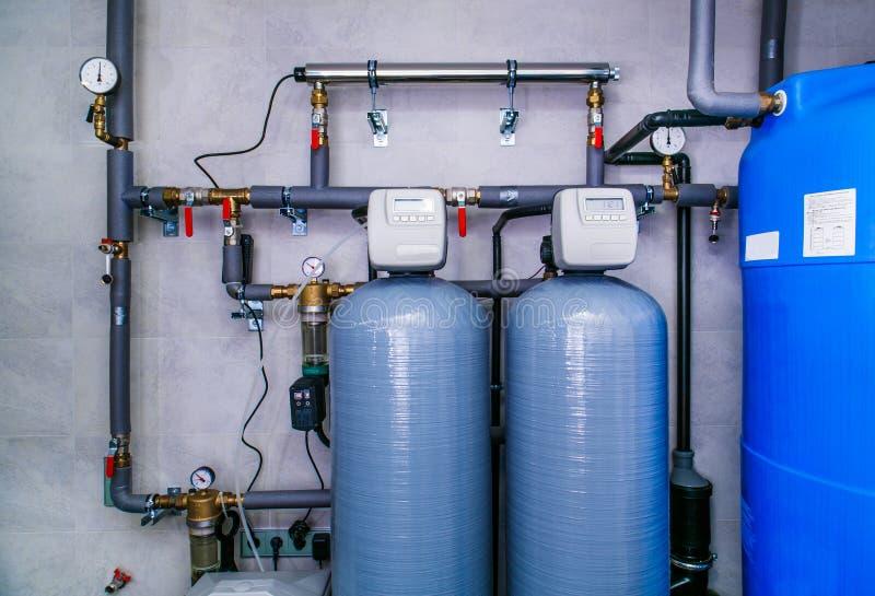 Localice el sistema de tratamiento de aguas residuales con los sensores y los indicadores fotografía de archivo libre de regalías