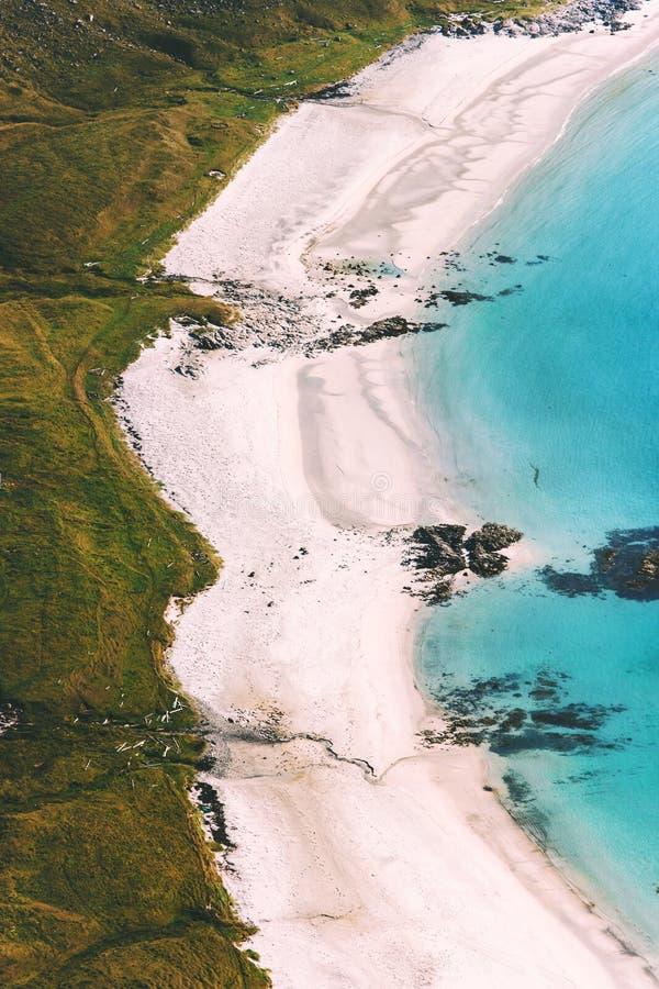 Località di soggiorno del paesaggio di vista aerea della costa della spiaggia del mare fotografia stock libera da diritti