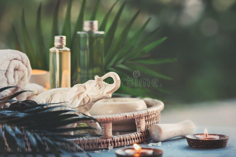 Località di soggiorno di stazione termale e composizione in benessere con il cosmetico naturale fotografia stock