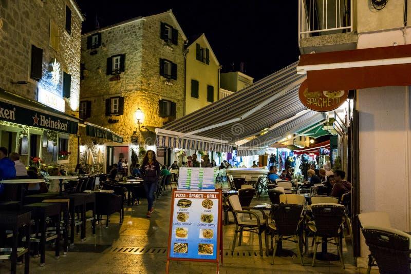 Località Di Soggiorno Vodice, Croazia Di Vita Notturna Immagine ...